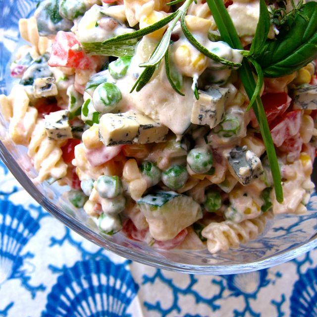 Joghurt Nudel Salat mit Gorgonzola