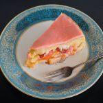 Erdbeeriger Apfelkuchen gedeckt